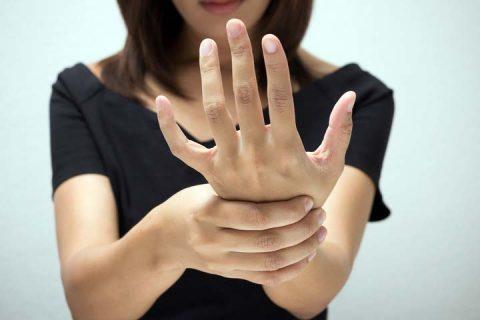 ჰიპოპარათირეოზი ფარისებრზე ოპერაციის შემდგომი ჰიპოკალცემიისა  და კუნთების მტკივნეული კრამპების მთავარი მიზეზია